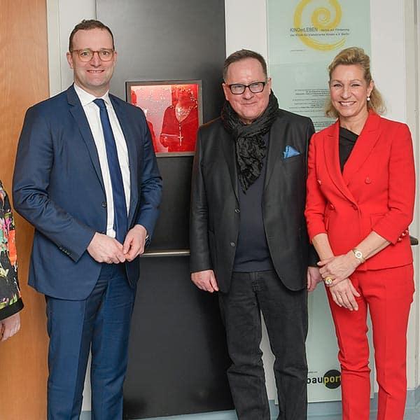 Minister Jens Spahn, Vorstand KINDerLEBEN Dr. Sigrid Wegert und Eberhard Kittel